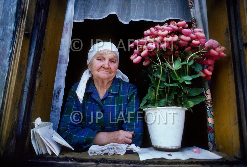 Poland, September, 1981 - A woman in the Kolno region.<br /> Pologne, septembre 1981 &ndash; Pr&egrave;s de Kolno une femme &agrave; sa fen&ecirc;tre.