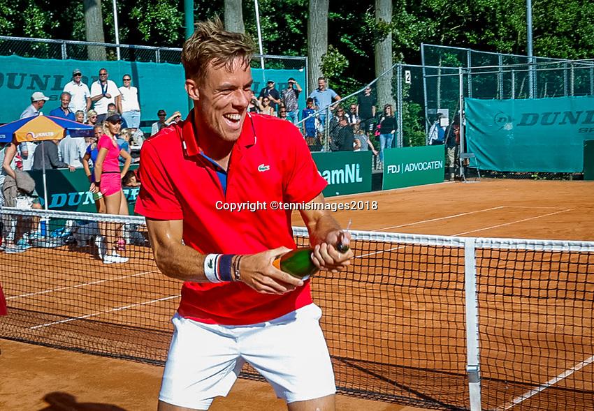The Hague, Netherlands, 10 June, 2018, Tennis, Play-Offs Competition, Team Zandvoort celebrate Zandvoort is Champion Scott Griekspoor opens the champagne<br /> Photo: Henk Koster/tennisimages.com