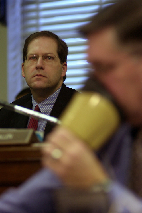 fcc6/011403 - Sen. John Sununu, R-NH, at a full committee hearing on competition in the telecommunications industry.