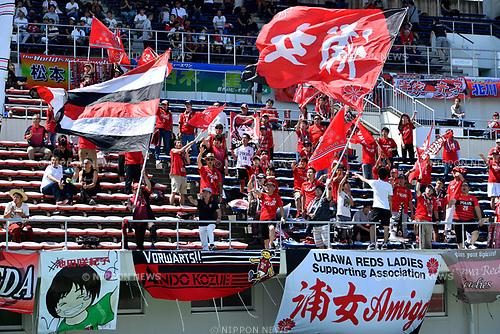 ヲ ャ シケ オ ソシ/Urawa Reds Ladies fans, <br /> JUNE 17, 2017 - Football / Soccer : <br /> Plenus Nadeshiko League Cup 2017 Division 1 <br /> match between Urawa Reds Ladies 0-0 Vegalta Sendai Ladies <br /> at Saitama Urawa Komaba Stadium in Saitama, Japan. <br /> (Photo by MATSUO.K/AFLO SPORT)