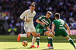 Gareth Bale of Real Madrid fights for the ball with Unai Lopez of Deportivo Leganes during their La Liga match between Real Madrid and Deportivo Leganes at the Estadio Santiago Bernabéu on 06 November 2016 in Madrid, Spain. Photo by Diego Gonzalez Souto / Power Sport Images
