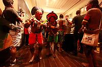 Meb&ecirc;ng&ocirc;kre-Kayap&oacute;<br /><br />Kayap&oacute;s se apresentam no Museu Emilio Goeldi em Bel&eacute;m, durante abertura do  XVI Congresso da Sociedade Internacional de Etnobiologia.<br />Belem, Par&aacute;, Brasil.<br />Foto Paulo Santos