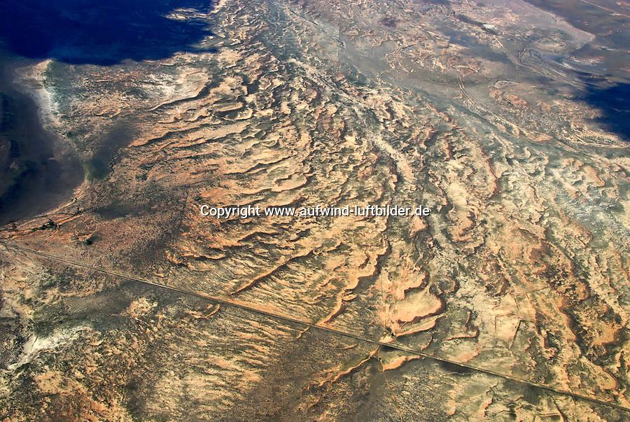 Karoo: AFRIKA, SUEDAFRIKA, 20.12.2007: Karoo: AFRIKA, SUEDAFRIKA, ORANGE FREE STATE, GARIEPDAM, 12.01.2007: Landschaft in der Halbwueste Karoo, zentralen Hochebene des Landes Suedafrika, Highveld, Klein Karoo, Gross Karoo und Ober Karoo. Klima arid, trocken, im Luv der Berge, kaum Niederschlaege. Bewohner sind die San die dem Land den Namen Kuru geben, trocken ist die Bedeutung , Afrika, Suedafrika, Orange Free, State, Gariepdam, Wueste, Landschaft, Natur, Hochebene, Halbwueste, Wuestenlandschaft, Berg, Berge, Berglandschaft, Huegel, Huegellandschaft, Gebirge, trocken, Karoo, Struktur, Luftbild, Draufsicht, Luftaufnahme, Luftansicht, Luftblick, Flugaufnahme, Flugbild, Vogelperspektive # , shape, structure, texture, mound, hill, hillock, desert landscape, air opinion, Flugbild, Luftblick, ow_visum, mountain, Orange Free, semiarid land, top view, plan, Berglandschaft, Flugaufnahme, plateau, Gariepdam, bird 's-eye view, mountains, mountain range, shale, nature, Huegellandschaft, landscape, scene, scenery, desert, aerial photograph, africa, aridly, deadpan, drily, dry, dryly, south africa, air photo # # , shape, structure, texture, mound, hill, hillock, desert landscape, air opinion, Flugbild, Luftblick, ow_visum, mountain, Orange Free, semiarid land, top view, plan, Berglandschaft, Flugaufnahme, plateau, Gariepdam, bird 's-eye view, mountains, mountain range, shale, nature, Huegellandschaft, landscape, scene, scenery, desert, aerial photograph, africa, aridly, deadpan, drily, dry, dryly, south africa, air photo #  Aufwind-Luftbilder