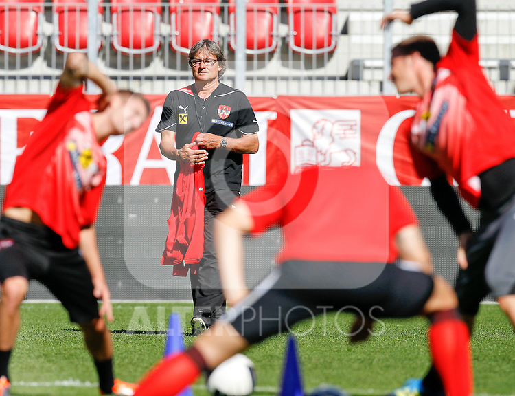 09.08.2011, Wörthersee-Arena, Klagenfurt, AUT, OEFB Training, im Bild Teamchef Dietmar Constantini (AUT) // during a Trainingssession of the Nationalteam from Austria, W?rthersee Arena, Klagenfurt, 2010-08-09 , EXPA Pictures © 2011, PhotoCredit: EXPA/ O. Hoeher