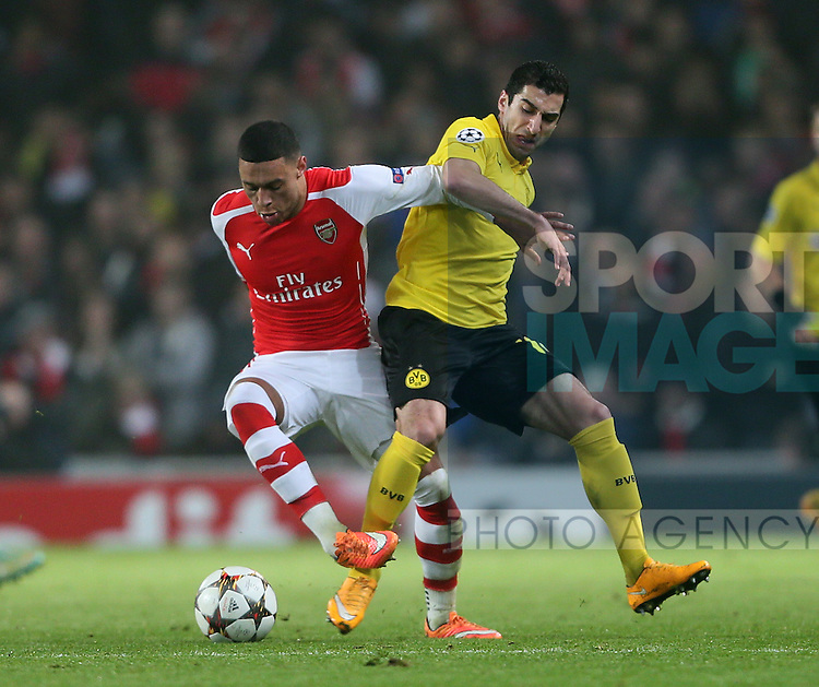 Arsenal's Alex Oxlade-Chamberlain tussles with Dortmund's Henrikh Mkhitaryan<br /> <br /> UEFA Champions League- Arsenal vs Borussia Dortmund- Emirates Stadium - England - 26th November 2014 - Picture David Klein/Sportimage
