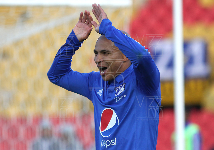 BOGOTÁ -COLOMBIA-13-02-2016. Jonathan Estrada de Millonarios  celebra su gol contra  el Deportivo Pasto durante partido por la fecha 3 de Liga Águila I 2016 jugado en el estadio Nemesio Camacho El Campin de Bogotá./ Jonathan Estrada  of Millonarios celebrates his goal against  of Deportivo Pasto  during the match for the date 3 of the Aguila League I 2016 played at Nemesio Camacho El Campin stadium in Bogota. Photo: VizzorImage / Felipe Caicedo / Staff