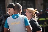RIO DE JANEIRO, RJ, 09.07.2016 - CRIME-SP - Um homem, aparentemente de 30 anos, com problemas psicológicos, fez refém a vendedora de uma loja especializada em chocolates na Avenida Paulista, zona oeste de São Paulo, altura do numero 635. Homens do G.A.T.E ( Grupo de Ações Táticas Especiais} foram chamados e fizeram a negociação para a libertação da refém e prisão do indivíduo, neste sábado (09). (Foto: Rogério Gomes/Brazil Photo Press)