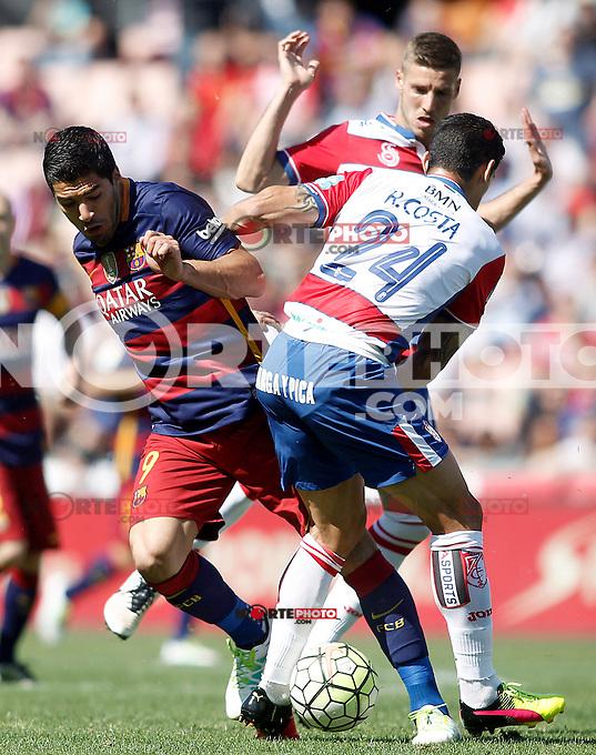Granada's Ricardo Costa (r) and Ruben Perez (b) and FC Barcelona's  Luis Suarez during La Liga match. May 14,2016. (ALTERPHOTOS/Acero) /NortePhoto.com