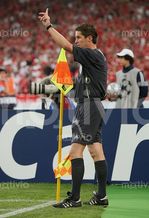 Fussball CHL Finale AC Mailand 2-1 FC Liverpool Schiedsrichter -Assisten Volker Wezel (GER)