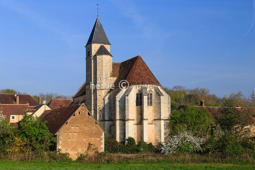 France, la Puisaye, Yonne (89), Sainte-Colombe-sur-Loing, l'église et maisons du village // France, the Puisaye, Yonne, Sainte-Colombe-sur-Loing