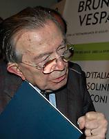 """Roma 22/12/2004 Residence Ripetta.<br /> Presentazione del Libro """"Storia d'Italia da Mussolini a Berlusconi"""" <br /> Nella foto il Senatore a vita Giulio Andreotti <br /> Foto Serena Cremaschi Insidefoto"""