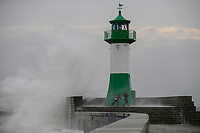 GERMANY, baltic sea, island Ruegen, Sassnitz, storm at lighthouse