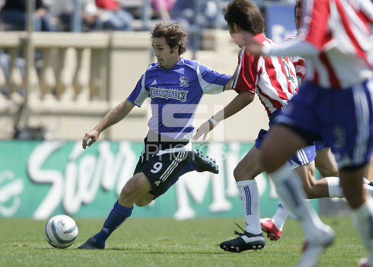 9 April 2005:   Brian Mullan of Earthquakes in action against Chivas USA at Spartan Stadium in San Jose, California.   San Jose Earthquakes tied Chivas USA, 3-3.   Credit: Michael Pimentel / ISI