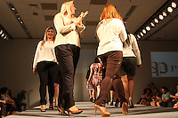 SAO PAULO, SP, 31.01.2015 - FASHION WEEKEND PLUS SIZE / INVERNO 2015 / PREDILECTS - Modelo durante desfile da grife Predilect's no Fashion Weekend Plus Size , moda inverno 2015 no Centro de Convenções Frei Caneca na Bela Vista região central de São Paulo, na noite deste sábado, (31). (Foto: Marcos Moraes / Brazil Photo Press).