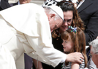 Papa Francesco saluta Lizzy, la bimba statunitense di 5 anni che sta diventando cieca a causa di una rara malattia, al termine dell'udienza generale del mercoledi' in Piazza San Pietro, Citta' del Vaticano, 6 aprile 2016.<br /> Pope Francis greets 5-years-old Lizzy Myers, of the United States, and her mother Christine, at the end of end his weekly general audience in St. Peter's Square at the Vatican, 6 April 2016. Lizzy's parents created a visual bucket list for her, including meet Pope Francis, as she is going blind.<br /> UPDATE IMAGES PRESS/Isabella Bonotto<br /> <br /> STRICTLY ONLY FOR EDITORIAL USE