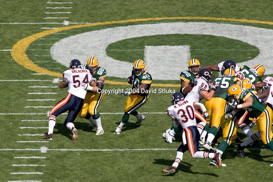 Green Bay Packers offense battles the Chicago Bears defense) during an NFL football game at Lambeau Field on September 19, 2004 in Green Bay, Wisconsin. The Bears beat the Packers 21-10. (Photo by David Stluka)