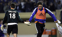 21 September 2005: Jon Conway of the Earthquakes congratulates Pat Onstad after Onstad earned 11th shutout this season after defeating Chicago Fire at Spartan Stadium in San Jose, California.   San Jose Earthquakes defeated Chicago Fire, 2-0.