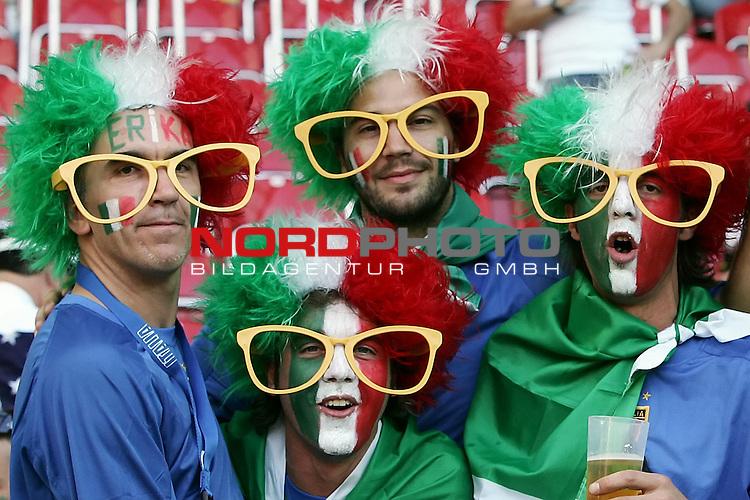 FIFA WM 2006 -  Gruppe E Vorrunde ( Group E )<br /> Play   #25 (17-Jun) - Italien - USA 1:1<br /> <br /> Fan Feature <br /> <br /> Foto &copy; nordphoto