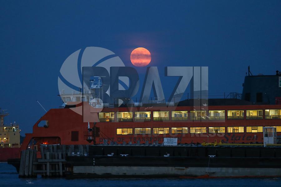 NOVA YORK, EUA, 29.05.2018 - LUA-CHEIA - Lua cheia é vista a partir de Staten Island na cidade de Nova York nos Estados Unidos na noite desta terça-feira, 29. (Foto: William Volcov/Brazil Photo Press)