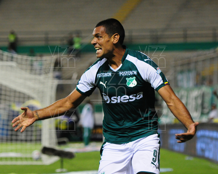 PALMIRA - COLOMBIA, 11-08-2018: Jose Sand jugador del Deportivo Cali celebra después de anotar un gol a Deportivo Independiente Medellín durante partido por la fecha 4 de la Liga Águila II 2018 jugado en el estadio Palmaseca de la ciudad de Palmira. / Jose Sand player of Deportivo Cali celebrates after scoring a goal to Deportivo Independiente Medellin during match for the date 4 of the Aguila League II 2018 played at Palmaseca stadium in Palmira city.  Photo: VizzorImage/ Nelson Rios / Cont