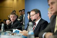 Christoph B&ouml;hringer, Professor f&uuml;r Wirtschaftspolitik an der Carl von Ossietzky Universit&auml;t Oldenburg stellt am Mittwoch (26.02.14) in Berlin in der Bundespressekonferenz zusammen mit der Expertenkommission <br /> &bdquo;Forschung und Innovation&ldquo; (EFI) ein Gutachen vor, das vorschl&auml;gt das Erneuerbare-Energien-Gesetz (EEG)<br /> vollst&auml;ndig abzuschaffen.<br /> Foto: Axel Schmidt/CommonLens