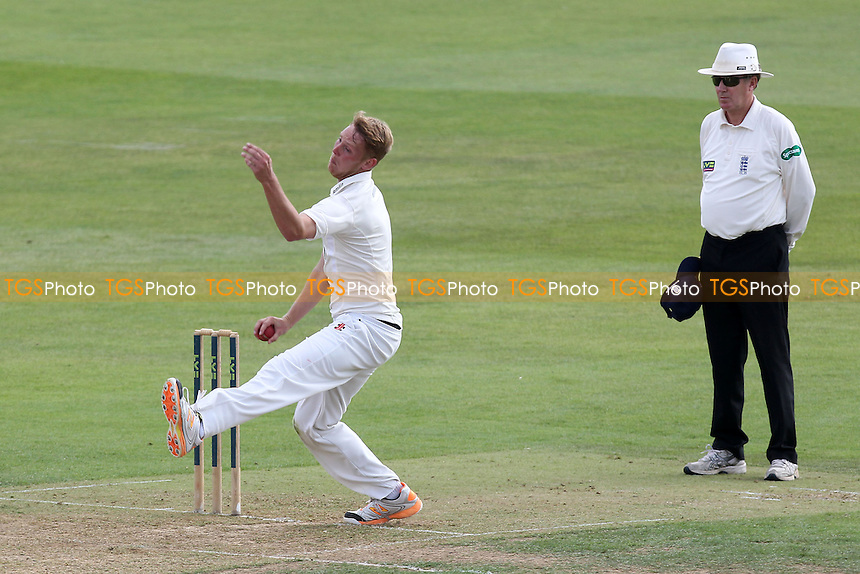 Jamie Porter in bowling action for Essex - Essex CCC vs Kent CCC - LV County Championship Division Two Cricket at the Essex County Ground, Chelmsford, Essex - 09/09/14 - MANDATORY CREDIT: Gavin Ellis/TGSPHOTO - Self billing applies where appropriate - contact@tgsphoto.co.uk - NO UNPAID USE