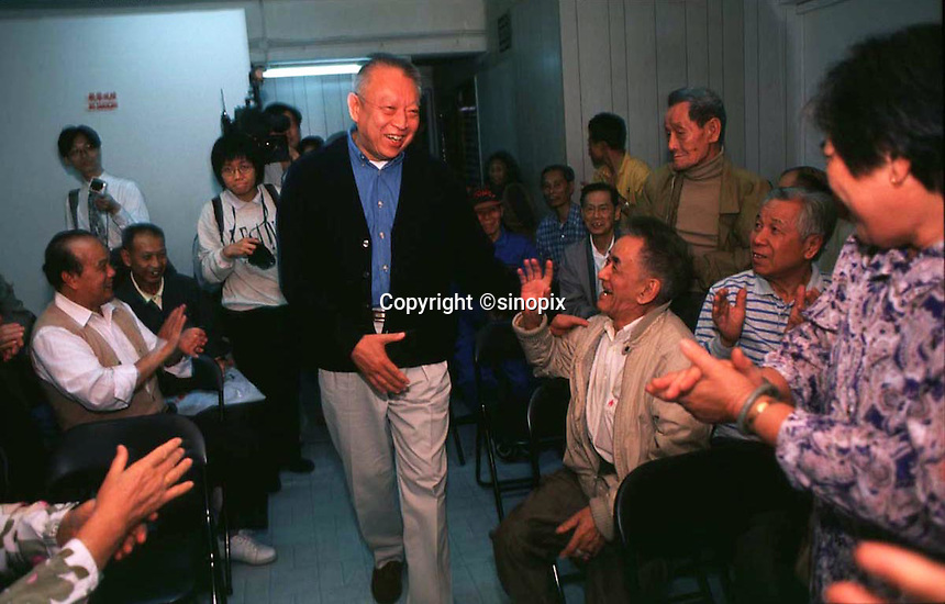 290897: HONG KONG: TUNG CHEE HWA<br /> <br /> TUNG CHEE HWA,MEETS SOME HONG KONG OAP'S DURING A WALK ABOUT IN, MONG KOK, KOWLOON.<br /> <br /> PHTO BY FREDERIC BROWN / SINOPIX
