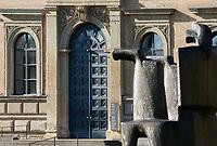 DEU, Deutschland, Bayern, Oberbayern, Muenchen: Alte Pinakothek, Eingang, Gemaeldegalerie, erbaut 1826-1836  | DEU, Germany, Bavaria, Upper Bavaria, Munich: Old Pinakothek, entrance, picture gallery, built 1826-1836