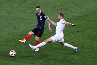 MOSCU - RUSIA, 11-07-2018: Marcelo BROZOVIC (Izq) jugador de Croacia disputa el balón con Jordan HENDERSON (Der) jugador de Inglaterra durante partido de Semifinales por la Copa Mundial de la FIFA Rusia 2018 jugado en el estadio Luzhnikí en Moscú, Rusia. / Marcelo BROZOVIC (L) player of Croatia fights the ball with Jordan HENDERSON (R) player of England during match of Semi-finals for the FIFA World Cup Russia 2018 played at Luzhniki Stadium in Moscow, Russia. Photo: VizzorImage / Julian Medina / Cont