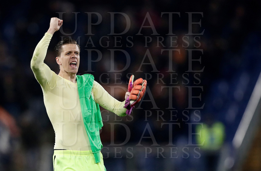 Calcio, Serie A: Roma vs Milan. Roma, stadio Olimpico, 12 dicembre 2016.<br /> Roma's goalkeeper Wojciech Szczesny celebrates at the end of the Italian Serie A football match between Roma and AC Milan at Rome's Olympic stadium, 12 December 2016.<br /> UPDATE IMAGES PRESS/Isabella Bonotto