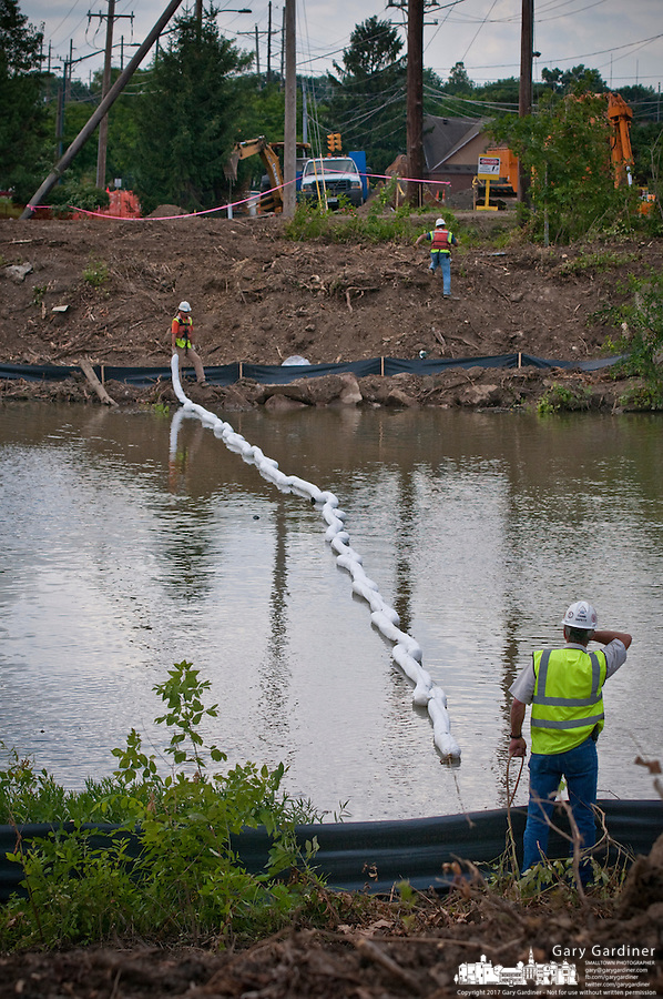 Boom placed across Alum Creek below Main Street Bridge construction
