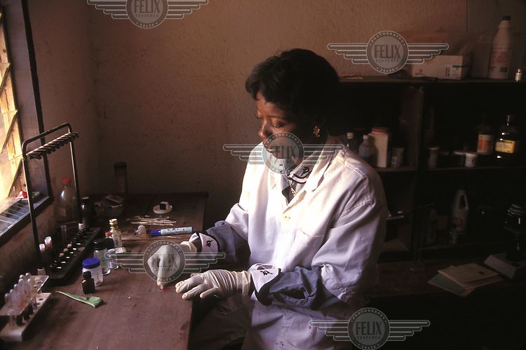 © Giacomo Pirozzi / Panos Pictures..Northern CAMEROON..Primitive conditions in a hospital laboratory.
