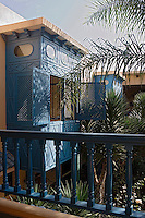 Afrique/Afrique du Nord/Maroc/Rabat: Hotel - Maison d'Hote Villa Mandarine détail fentres des chambres donnat sur le patio [Non destiné à un usage publicitaire - Not intended for an advertising use]