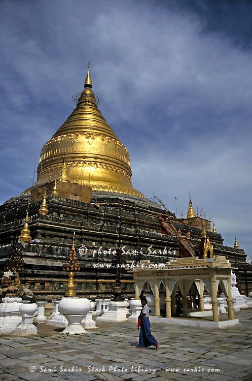 Gilded stupa of the Shwezigon Pagoda, a famous 12th century Buddhist temple in Bagan, Burma.