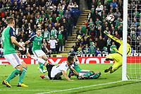 Chance von Sandro Wagner (Deutschland Germany) - 05.10.2017: Nordirland vs. Deutschland, WM-Qualifikation Spiel 9, Windsor Park Belfast