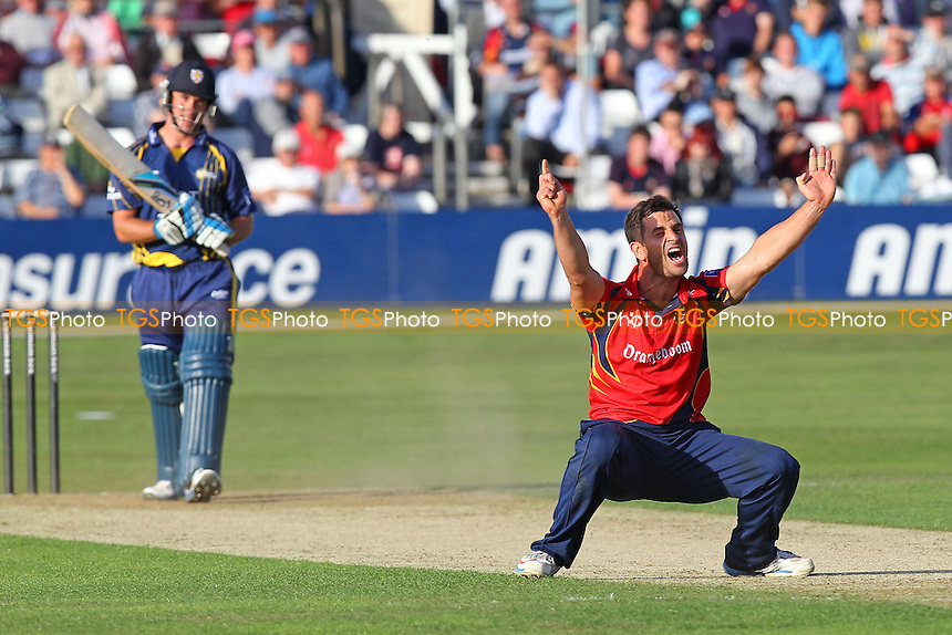 Ryan ten Doeschate of Essex appeals for the wicket of Will Smith - Essex Eagles vs Durham Dynamos - Yorkshire Bank YB40 Cricket at the Essex County Ground, Chelmsford - 13/08/13 - MANDATORY CREDIT: Gavin Ellis/TGSPHOTO - Self billing applies where appropriate - 0845 094 6026 - contact@tgsphoto.co.uk - NO UNPAID USE