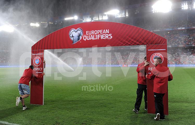 FUSSBALL  INTERNATIONAL  EM 2016 Qualifikation in Basel Schweiz - England     08.09.2014 Aufbau des UEFA Qualifieres 2016 Bogen im Sankt Jakobpark in Basel