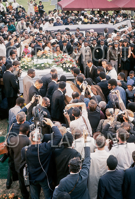 09 Apr 1968, Atlanta, Georgia, USA --- Funeral of American clergyman, activist, and leader in the African-American Civil Rights Movement, Martin Luther King, Jr., in Atlanta. King was assassinated on April 4, 1968, in Memphis, Tennessee.