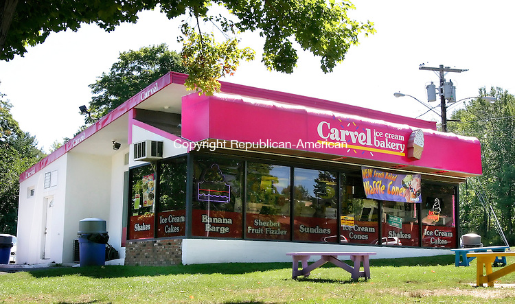 WATERTOWN, CT. 22  September  2005-092205SV13--The Carvel store at the corner of Straits Tpke and Main Street  in Watertown Thursday.<br />  Steven Valenti / Republican-American<br /> (Fe Bournival, (cq))