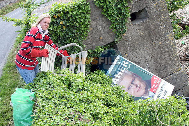 Fenella Martin cleaning up along the banks of the Boyne River...(Photo credit should read Jenny Matthews www.newsfile.ie)....This Picture has been sent you under the conditions enclosed by:.Newsfile Ltd..The Studio,.Millmount Abbey,.Drogheda,.Co Meath..Ireland..Tel: +353(0)41-9871240.Fax: +353(0)41-9871260.GSM: +353(0)86-2500958.email: pictures@newsfile.ie.www.newsfile.ie.