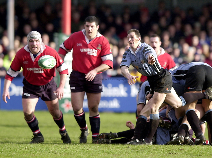 Photo. Richard Lane. .Heineken European Cup.Gloucester v Cardiff. Kingsholm. 27.01.2001.Robert Howley