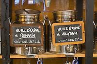 Europe/France/Provence-Alpes-Côte d'Azur/13/Bouches-du-Rhône/Marseille: Epicerie fine- Place aux Huiles, 2, pl. Daviel les bidons d'huile d'olive