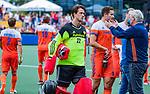 Den Bosch  -  keeper Sam van der Ven (Ned)     tijdens   de Pro League hockeywedstrijd heren, Nederland-Belgie (4-3).  rechts manager Joof Verhees (Ned) met Jonas de Geus (Ned) .    COPYRIGHT KOEN SUYK