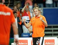 22-9-06,Leiden, Daviscup Netherlands-Tsjech Republic, Captain Tjerk Bogtstra supports Raemon Sluiter