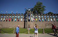 Pictured: Tourists take pictures of the blue dragon and the Champions League trophy at Cardiff Castle Thursday 25 May 2017<br />