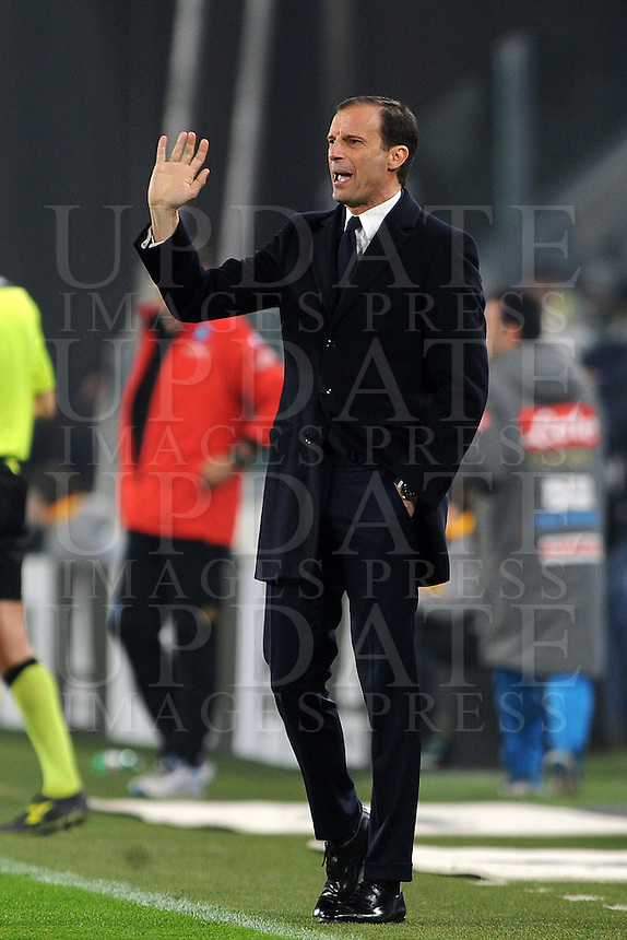 Calcio, semifinale di andata di Tim Cup: Juventus vs Napoli. Torino, Juventus Stadium, 28 febbraio 2017.<br /> Juventus coach Massimiliano Allegri gives indications to his players during the Italian Cup semifinal first leg football match between Juventus and Napoli at Turin's Juventus stadium, 28 February 2017.<br /> UPDATE IMAGES PRESS/Manuela Viganti
