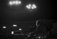 - il musicista e cantautore Enzo Jannacci durante un concerto pubblico a Milano nel settembre 1986....- the musician and song writer Enzo Jannacci during a public show in Milan, September 1986....