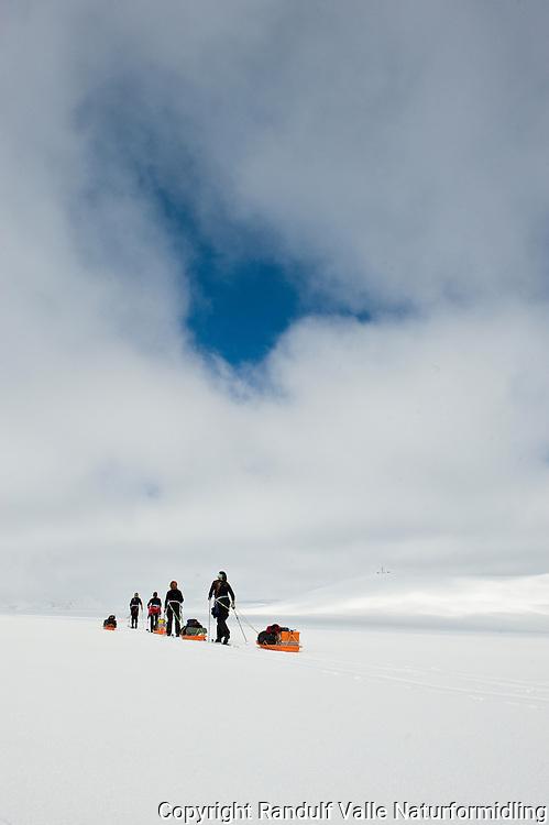 Skiløpere på  Sveabreen. --- Skiers on Sveabreen.
