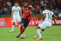 MEDELLÍN -COLOMBIA-25-04-2015. Jherson Cordoba (Izq) jugador de Independiente Medellín disputa el balón con Macnelly Torres (Der) jugador de Atlético Junior durante partido por la fecha 17 de la Liga Águila I 2015 jugado en el estadio Atanasio Girardot de la ciudad de Medellín./ Jherson Cordoba (L) player of Independiente Medellin fights for the ball with Macnelly Torres (R) player of Atletico Junior during the match for the  17th date of the Aguila League I 2015 at Atanasio Girardot stadium in Medellin city. Photo: VizzorImage/León Monsalve/STR