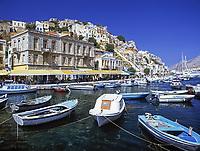 Griechenland, Dodekanes, Insel Symi, Chorio: mit Hafen Gialós | Greece, Symi Island, Chorio: with harbour Gialós
